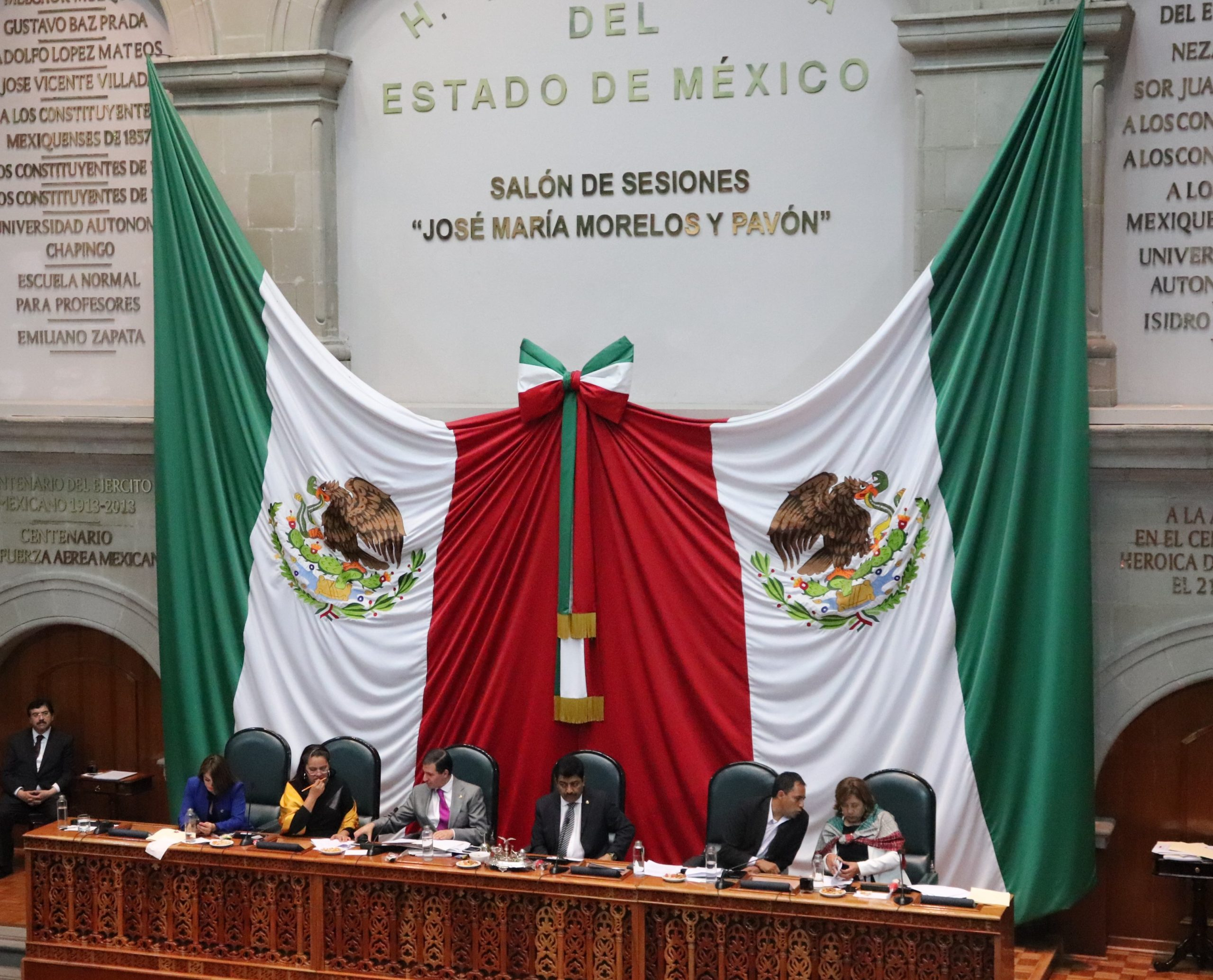 Persiste atorón legislativo en Edomex